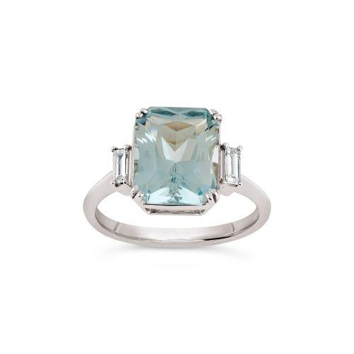 Mae West 18k Gold Fine Beryl and Baguette Cut Diamond Ring
